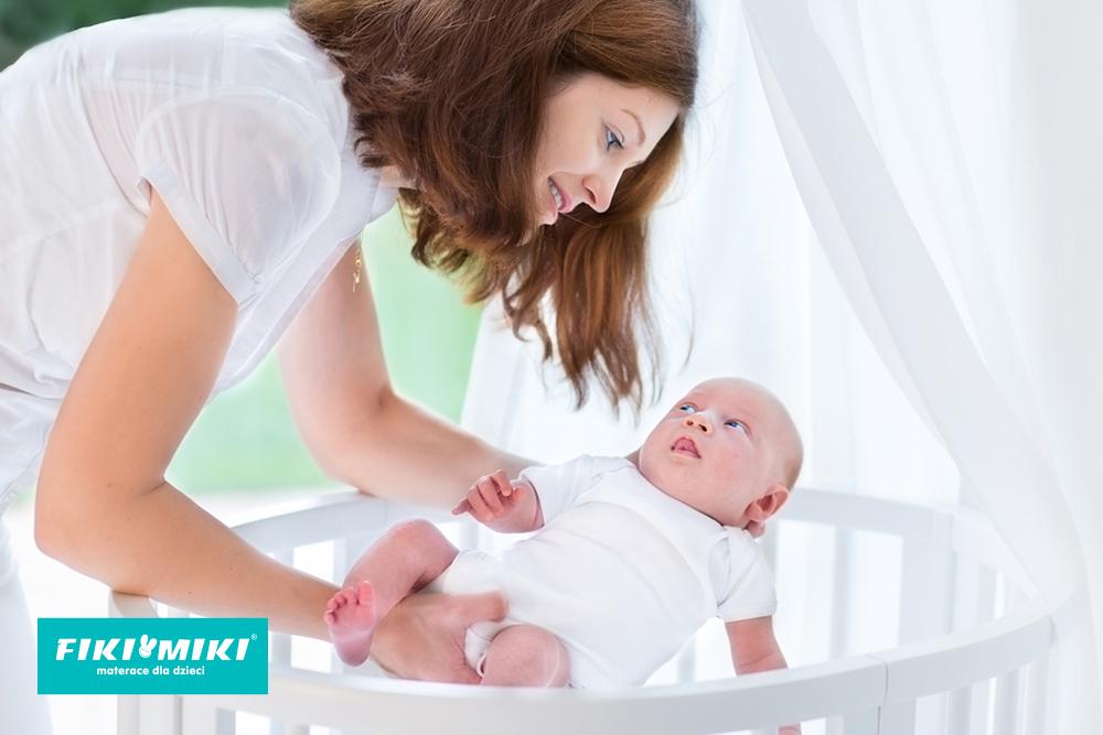 Jak układać noworodka do snu?